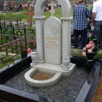 Памятник из серого (мансуровского) гранита