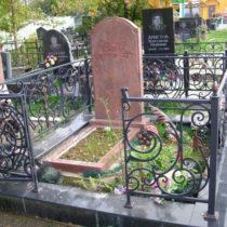 Памятник из красного гранита сюскюянсаари