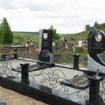 Памятник из гранита с гранитным цоколем