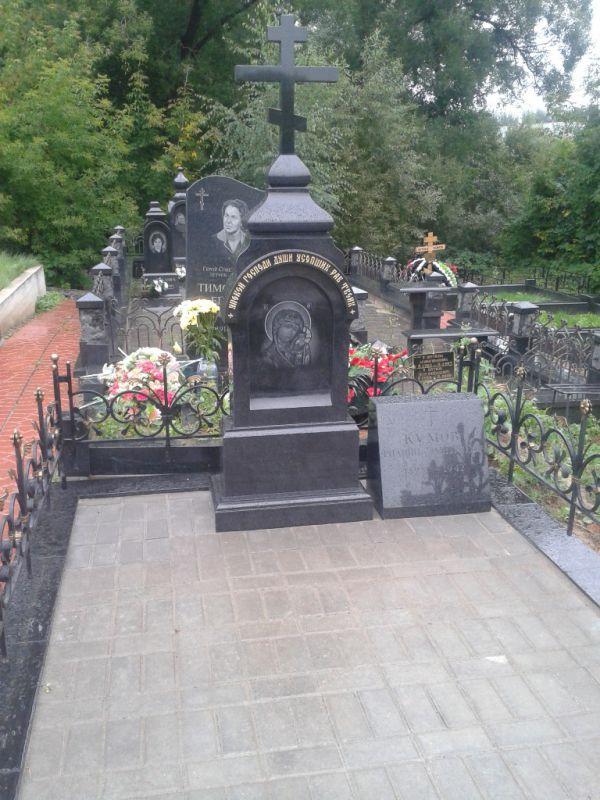Памятник из гранита «Церковь с крестом»