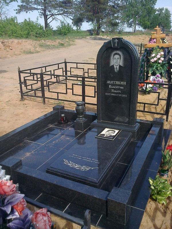 Заказать памятник из гранита в москве недорогие памятники цена на могилу таганрог